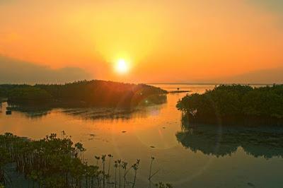 foto sunset di pulau pramuka kepulauan seribu