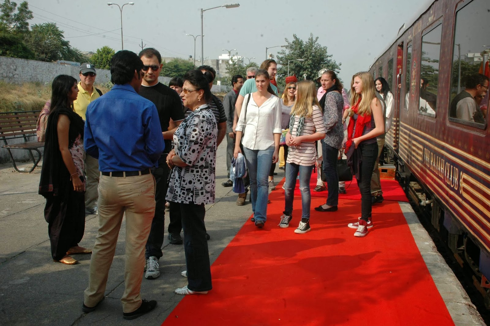 Guests of Maharajas' Express at Jaipur Station