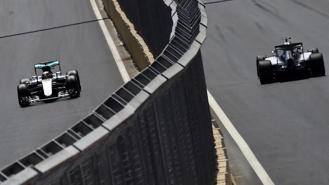 Pembalapnya Sering Tabrakan, Mercedes Terapkan Team Order?