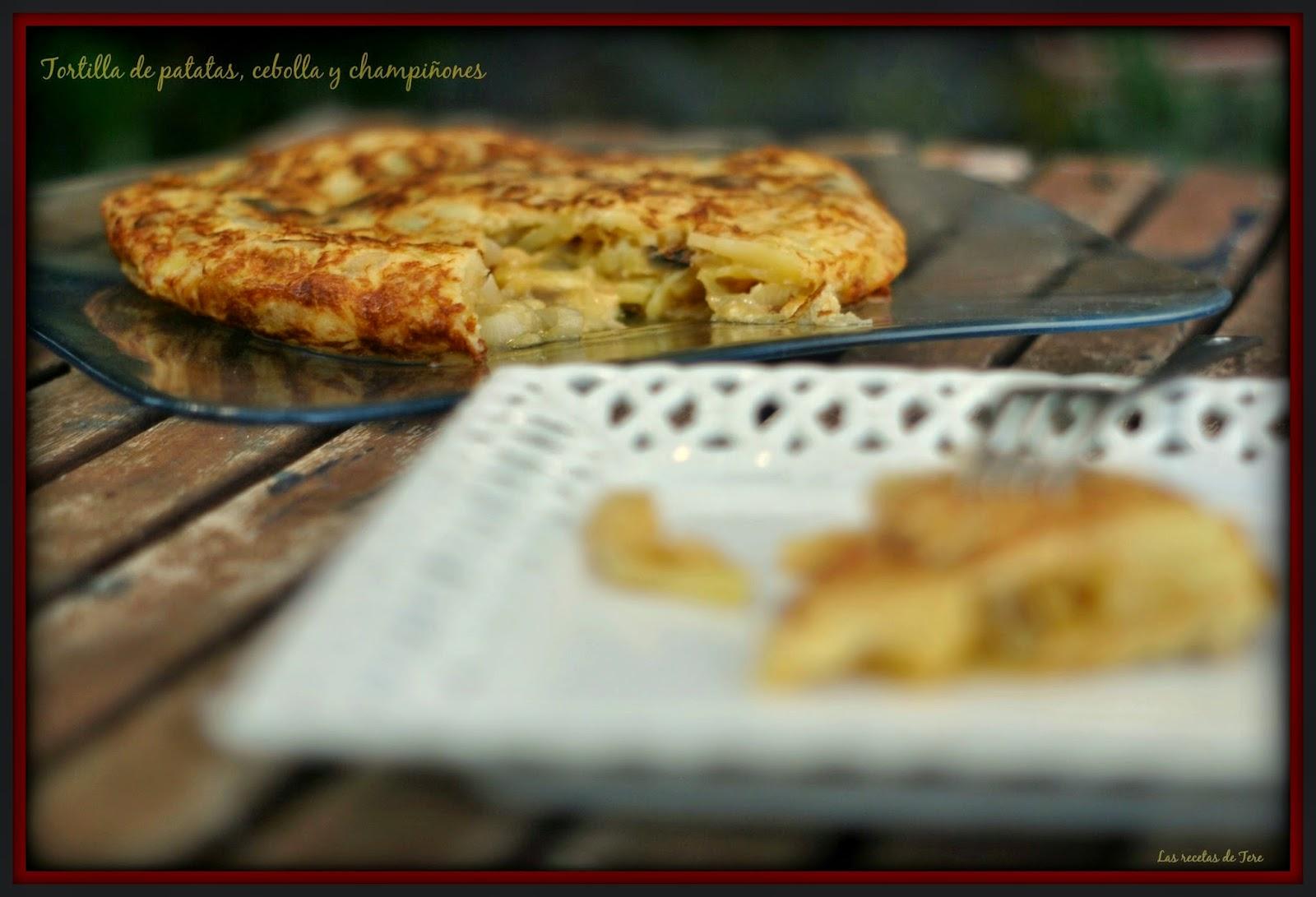 Tortilla de patatas, cebolla y champiñones 06
