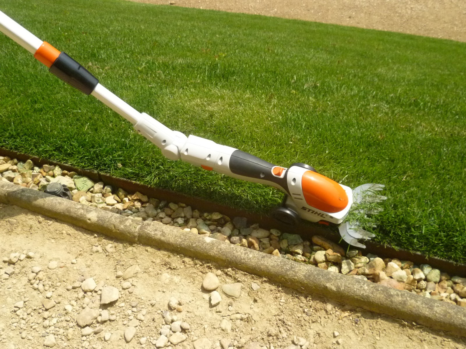 worcester college gardeners stihl hsa 25 cordless shrub and grass shears. Black Bedroom Furniture Sets. Home Design Ideas