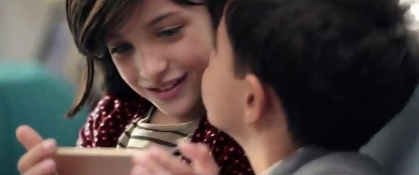 Modello e modella Vodafone pubblicità San Valentino Power to Kisses con Foto - Testimonial Spot Pubblicitario 2017