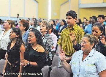Evangélicos ecuatorianos en iglesia