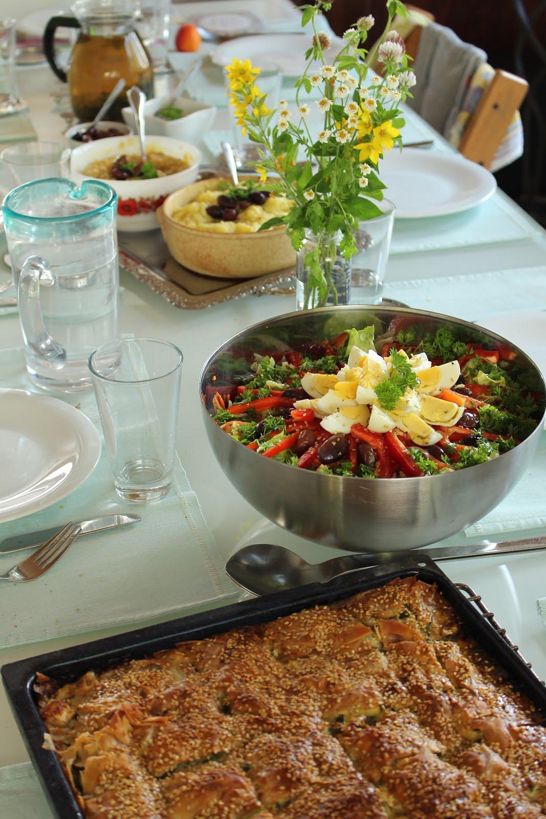 Festliches griechisches Essen bei Familie Brand