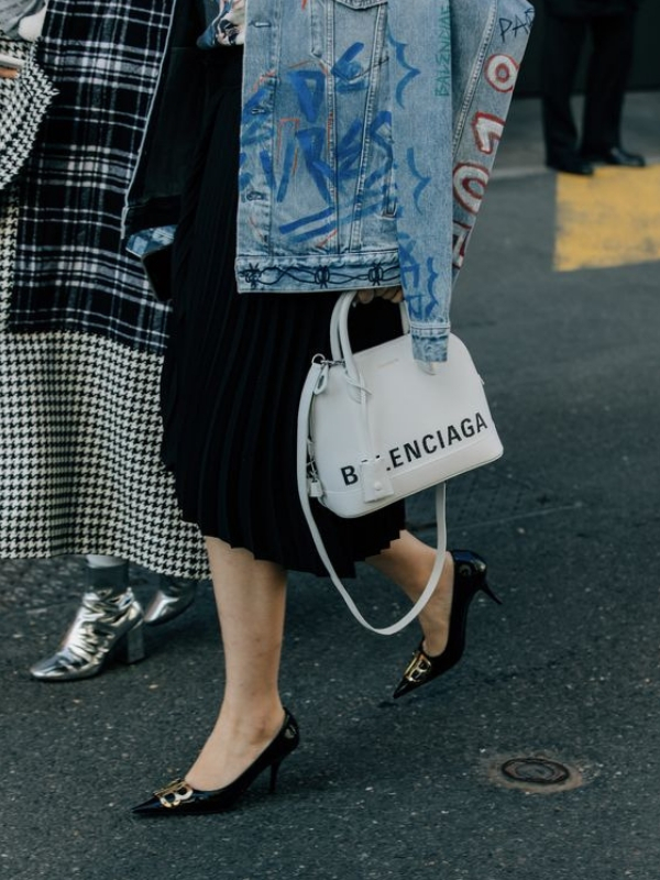 High vs. Low: Balenciaga BB Knife Velvet Pumps dupe under 140 euro | Ioanna's Notebook #highvslow #saveorsplurge #fashion #dupe #shopping #balenciaga #shoesdupe