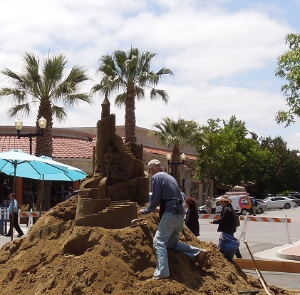 Building Sand Castles at the Paso ArtsFest, 2015, © B. Radisavljevic