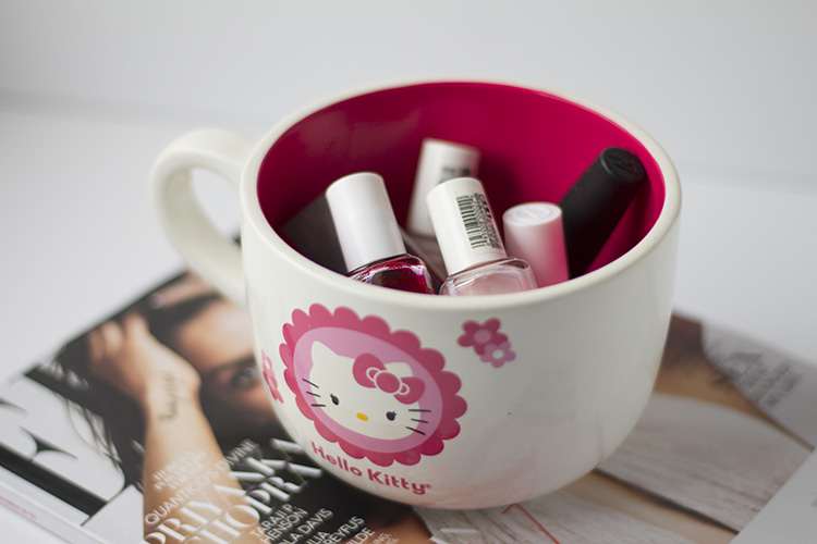 hello kitty nail polish holder