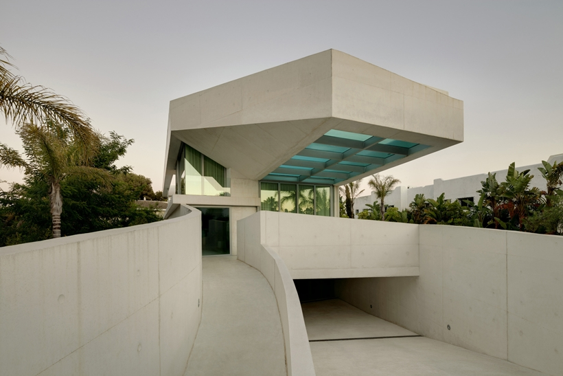 House with swimming pool by Wiel Arets Architects (WAA)