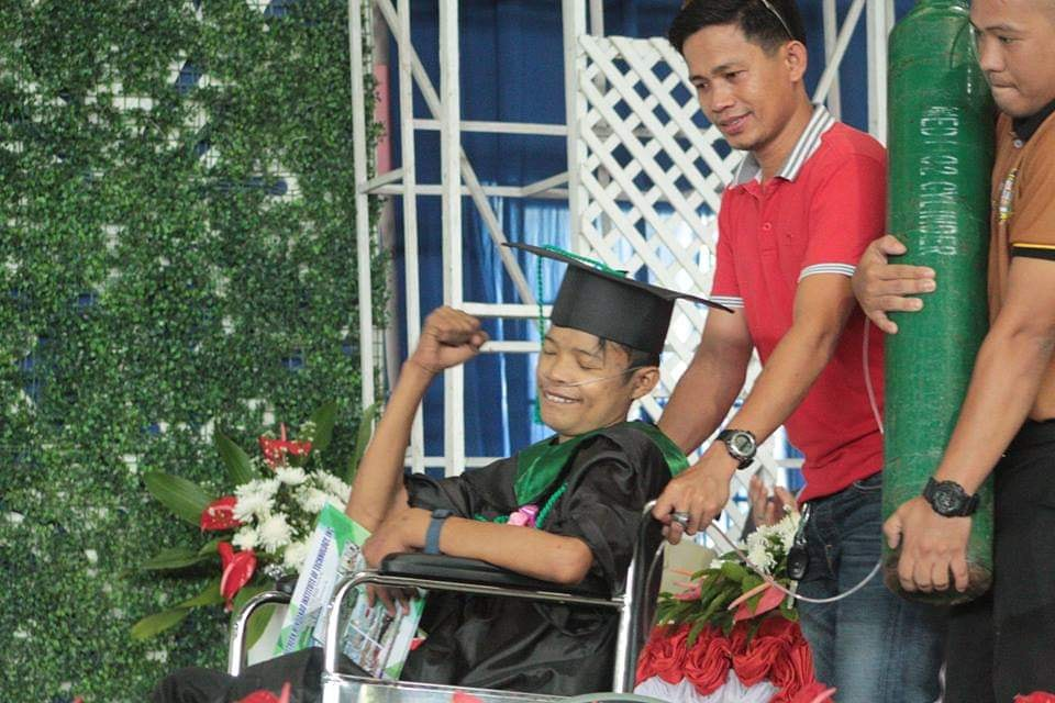 Viral student who graduated with heart disease passes away