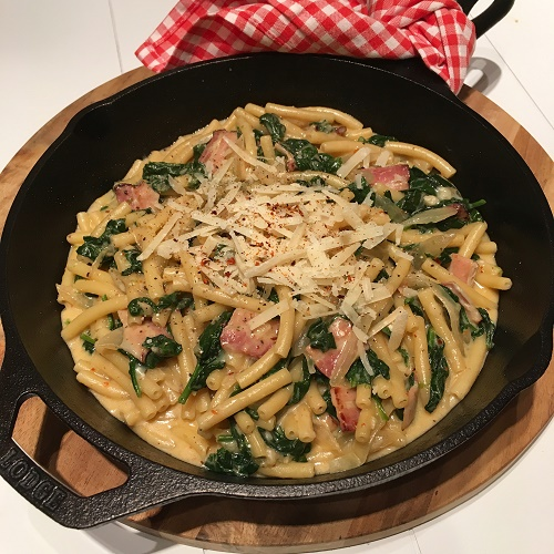 One Pot Pasta mit Spinat & Speck