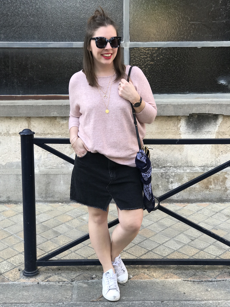 pull loose rose Pimkie, jupe en jean noir Pull and bear, stan smith, jimmy fairly, trio bag Céline