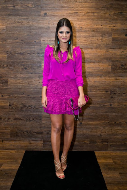 look thassia naves cor magenta