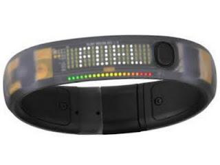 Nike fuelBand gelang digital untuk olahraga menghitung detak jantung dan kalori