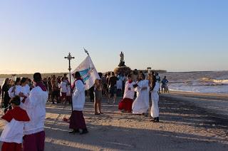 http://vnoticia.com.br/noticia/1901-fieis-pedem-intercessao-de-nossa-senhora-da-penha-para-conter-avanco-do-mar-em-atafona