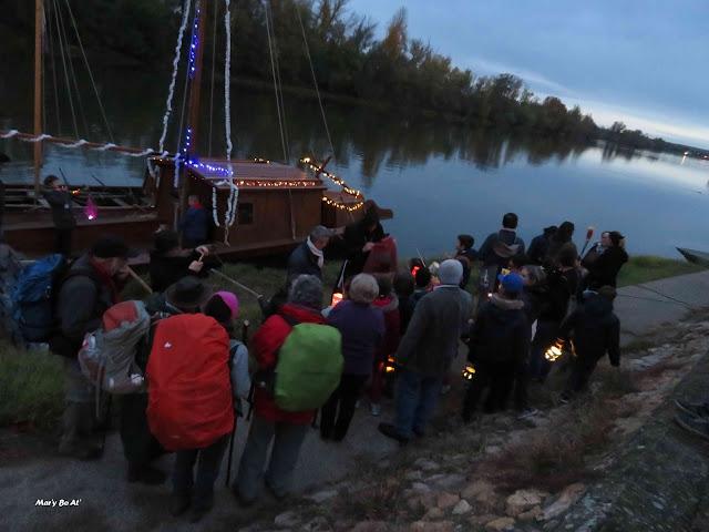 été de la Saint-Martin les enfants et leurs lanternes avec les marcheurs