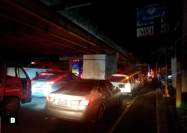 Vehículos se quedan sin combustible en el megatapón de la autopista Duarte
