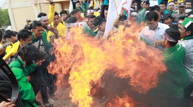 HAmpir Seluruh Daerah Demo Tolak Harga Baru BBM