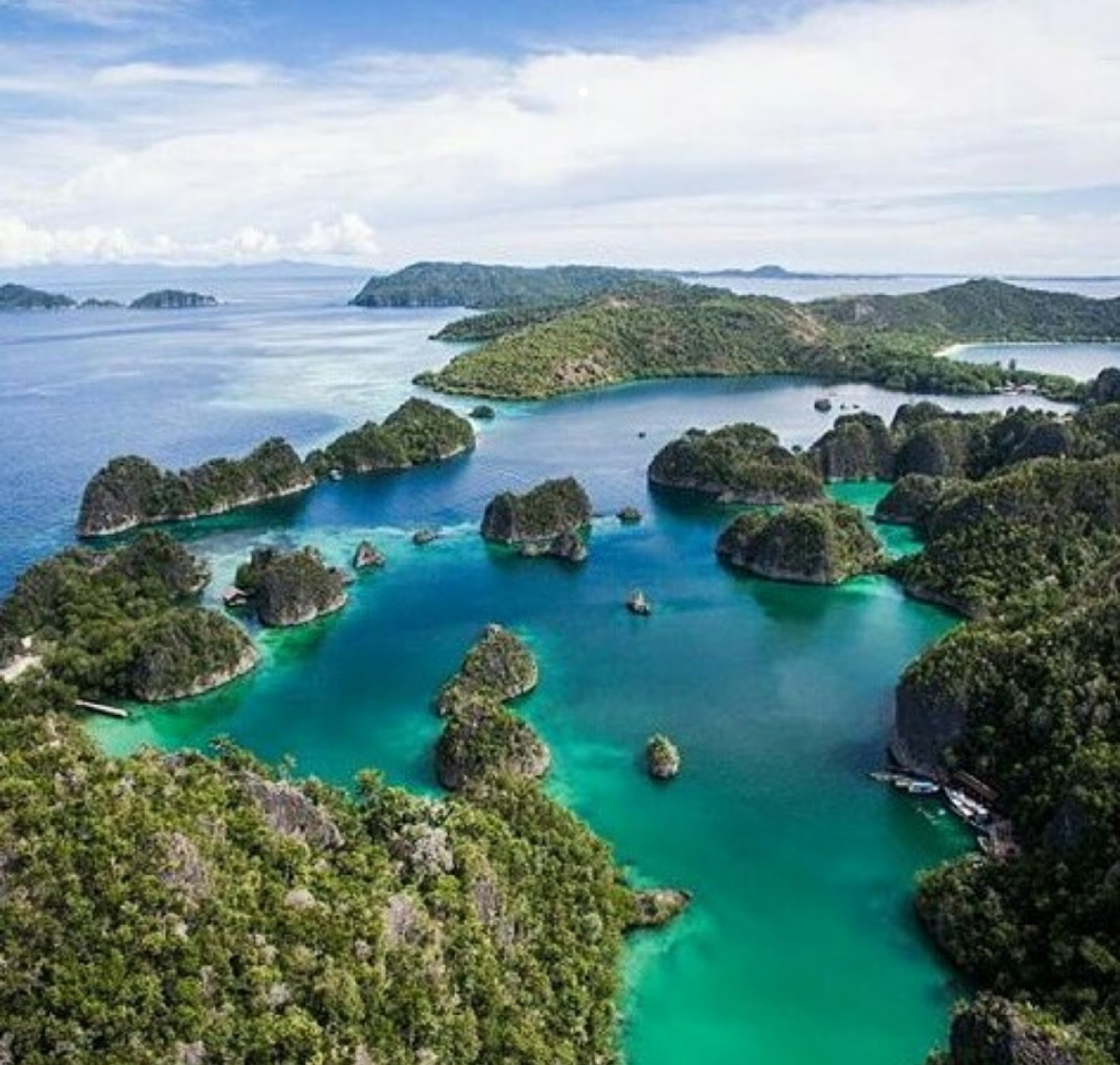 Gambar Raja Ampat Papua, Sejarah, Lokasi Alamat + Hotel Terdekat