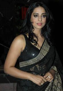 Mahi-Gill-hot-black-saree