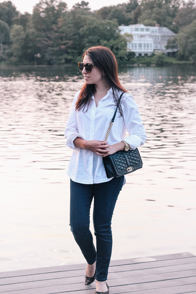 Boston Life and Style Blogger, The Northern Magnolia, featuring a classic fall uniform, a crisp white button-down and dark skinny jeans.