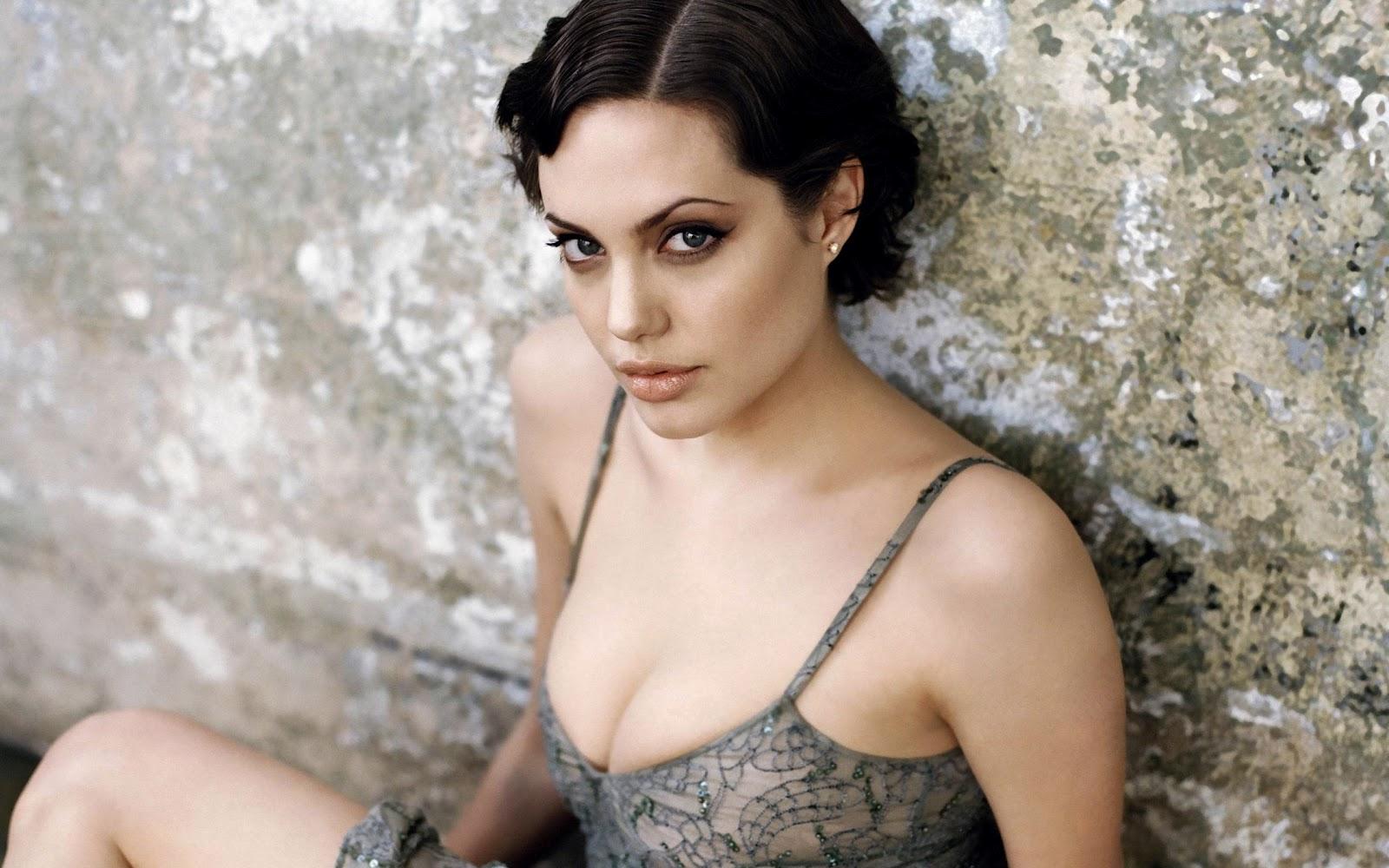 Angelina Jolie: Celebrity Hairstyle: Angelina Jolie Short Hairstyles