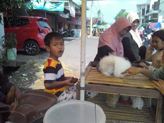 Pedagang Kelinci di Pasar Minggu Singosari, Malang
