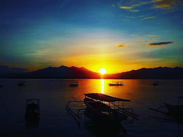 foto sunrise romantis di gili meno lombok
