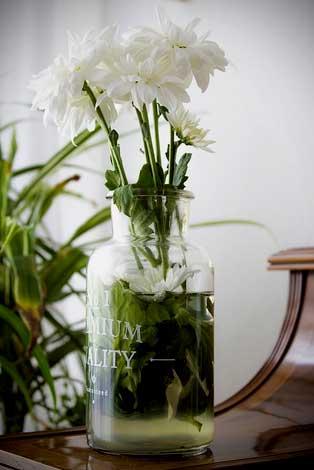 dibuat vas bunga potong juga boleh, mudah dan sederhana tapi tetap cantik, dari botol bekas lho ini