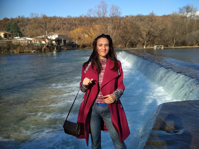 How to style a magenta coat? (location Buna, Bosnia and Herzegovina)