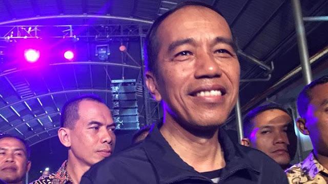 Jokowi Nonton Ebiet G Ade dan Dead Squad di Synchronize Fest
