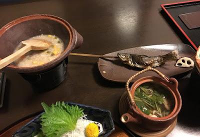 貝掛温泉の夕食 薬膳玄米粥、岩魚、土瓶蒸し