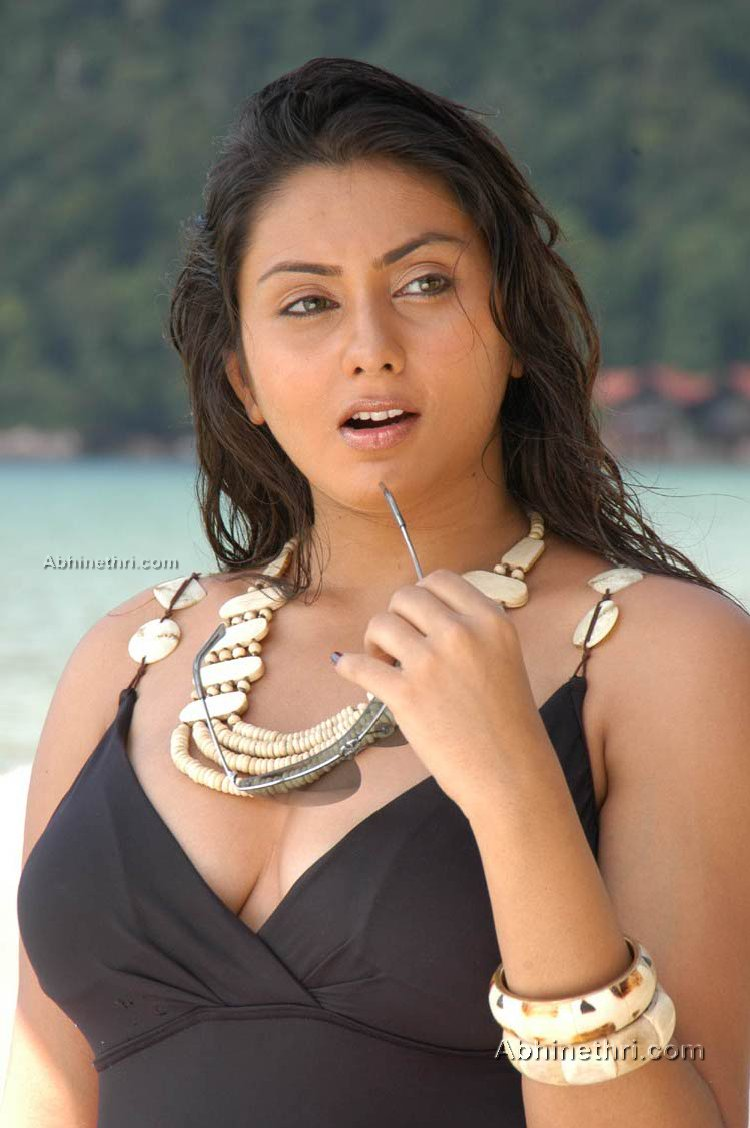namitha hot pics without dress