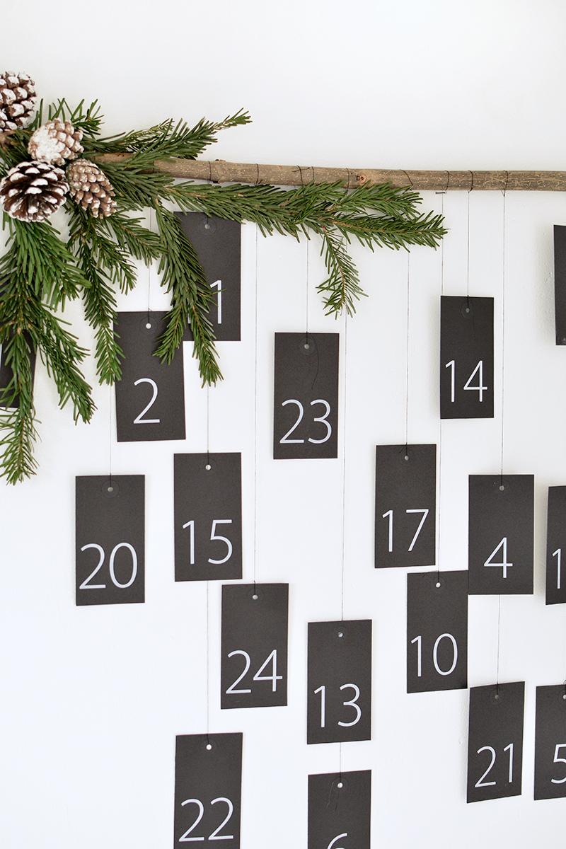 minimal christmas calendar