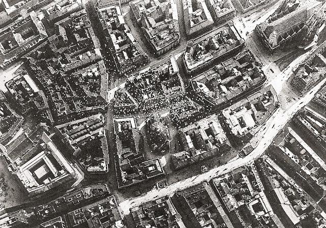 Flight over Wien of the 1918 by Italian pilots, discharging propaganda fliers.
