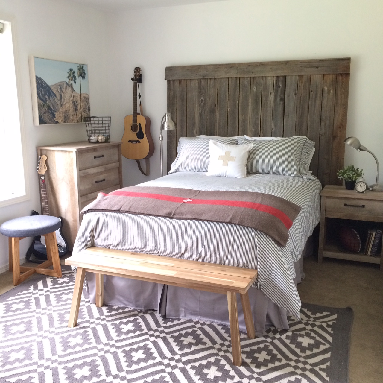 Little farmstead tween teen boy 39 s bedroom makeover for Farmhouse style bedroom