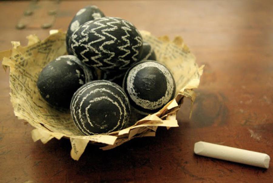 DIY huevos de pascua con pintura pizarra
