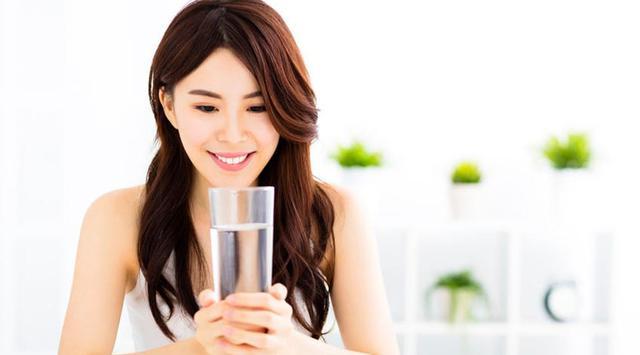 Dianjurkan Minum Air Putih Dulu Sebelum Minum Teh atau Kopi