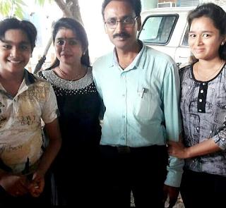 Foto Kartikey Malviya dengan Keluarganya