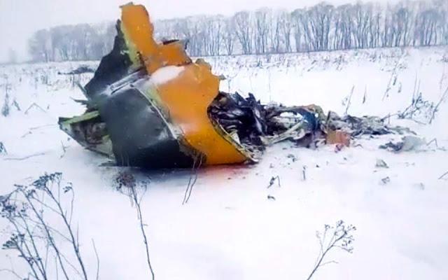 Αεροπλάνο με 71 επιβαίνοντες συνετρίβη στη Μόσχα (βίντεο)