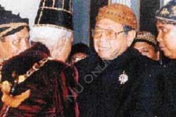 Jalinan Persahabatan Gus Dur dan PB XII (2)