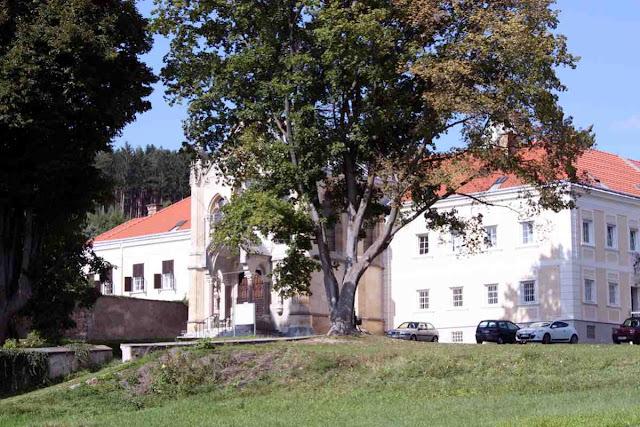Schloss Mayerling im Wienerwald © Copyright Monika Fuchs, TravelWorldOnline