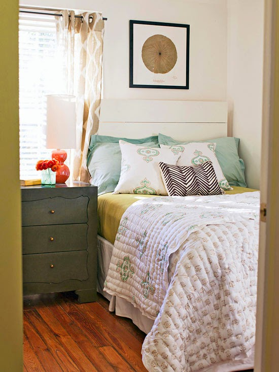 Modern Furniture: 2014 Tips for Small Bedrooms Decorating ... on Small Room Bedroom Ideas  id=80892