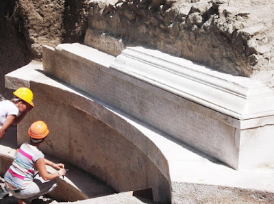 Μνημειώδης τάφος με τη μεγαλύτερη επιτύμβια επιγραφή που έχει βρεθεί ποτέ, ανακαλύφθηκε στην Πομπηία
