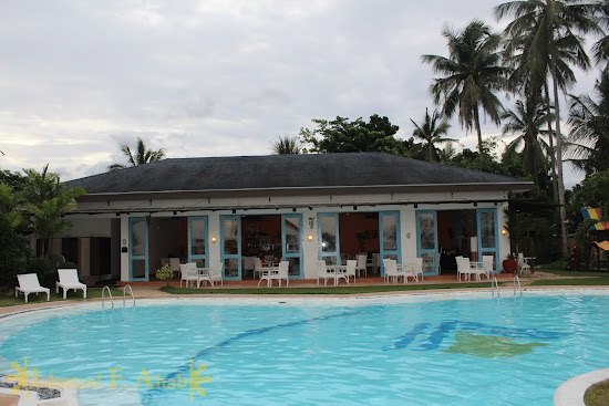 Swimming pool in Microtel Palawan, Puerto Princesa