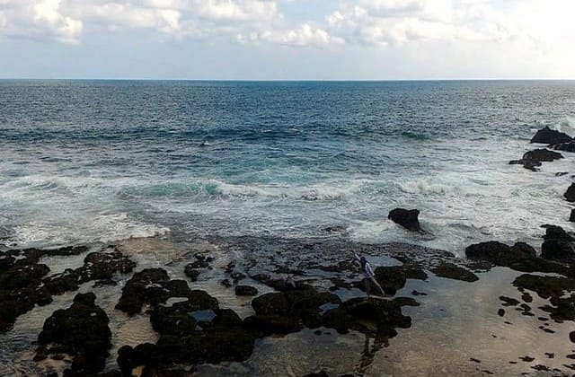 Mandi dan Terjun Bebas Sepuasnya di Pantai Jogan