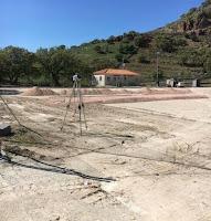 Με γοργούς ρυθμούς προχωράει το έργο τοποθέτησης χλοοτάπητα γήπεδο ποδοσφαίρου του Μεσοτόπου-Επίσκεψη του Δημάρχου Λέσβου