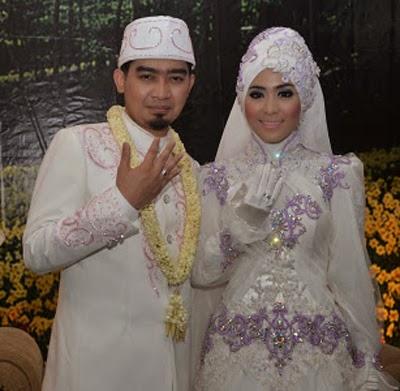 model baju pengantin warna ungu dan putih