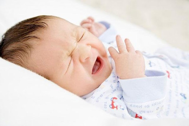Cách chữa trị không cần thuốc ngay tại nhà khi trẻ sơ sinh bị sổ mũi