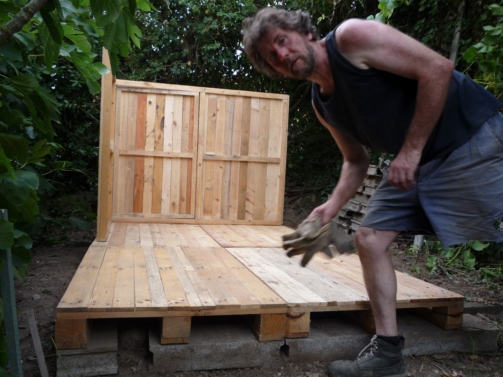 Diy pallet wood hen house chicken coop part 3 assembly for How do you spell pallets