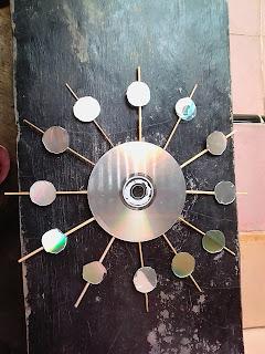 membuat jam dinding dari kaset bekas
